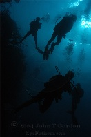 Divers Descending
